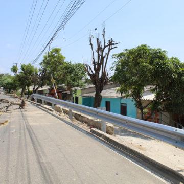Instalan baranda metálica para protección vehicular, en Malambo