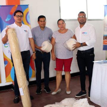 """Entregan estímulos de emprendimiento a beneficiarios del programa """"Mi Negocio"""", en Malambo."""