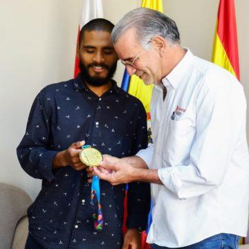 Álex Cujavante dedicó su triunfo panamericano al gobernador Verano
