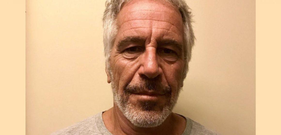 Hallan muerto en su celda al millonario Jeffrey Epstein