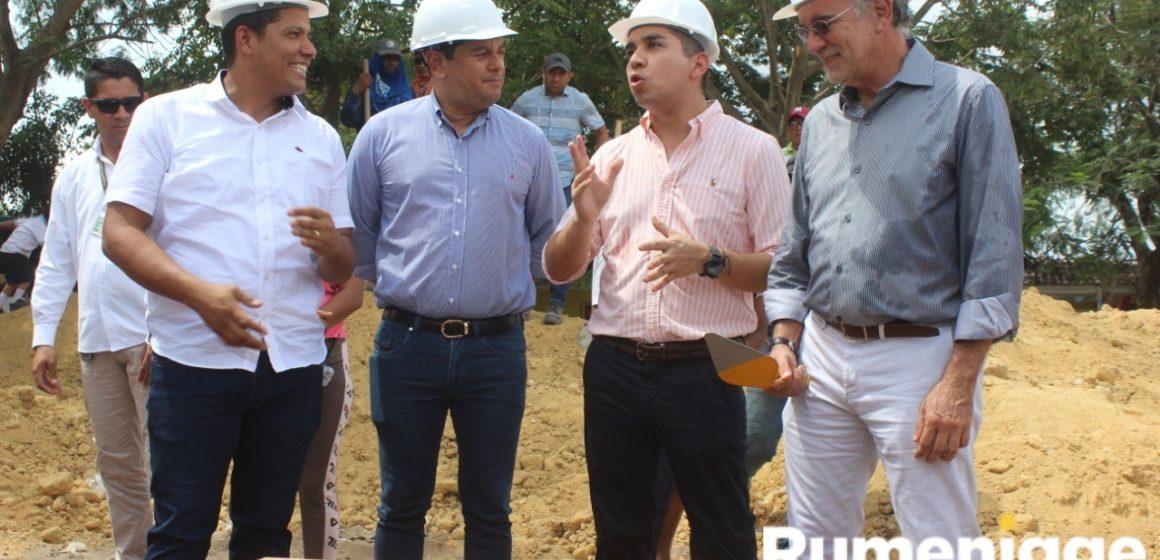 Monsalve y Bello colocan conjuntamente la Primera Piedra de proyecto de vivienda Las Camelias