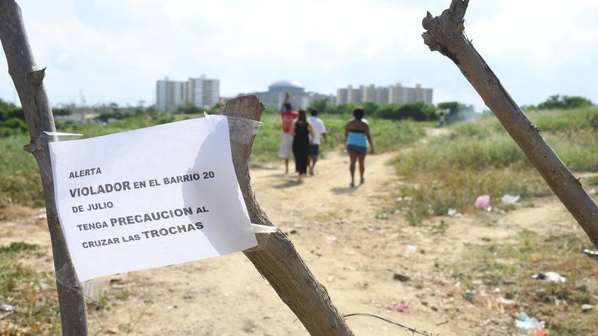Encuentran atada y desnuda a mujer que fue violada en trocha del barrio 20 de Julio