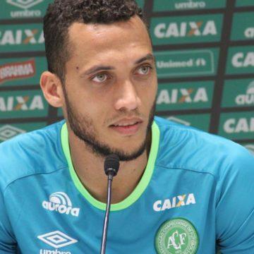 """Helio Neto, sobreviviente del Chapecoense, se retira por """"dolores en la rodilla y la columna"""""""