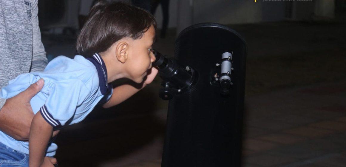 Más de 100 familias malamberas contemplaron el paso de la Estación Espacial Internacional frente a la luna