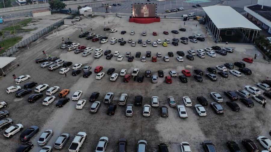 La magia del autocine agotó entradas en Río tras su regreso por la pandemia