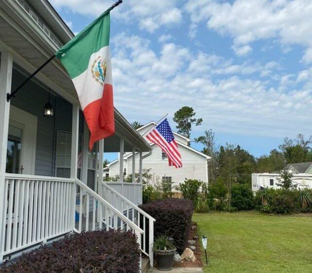 ¿por qué una calle en Carolina del Norte se llenó de banderas mexicanas?