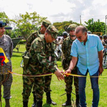 Gobernación del Atlántico entrega 46 motocicletas a las Fuerzas Militares