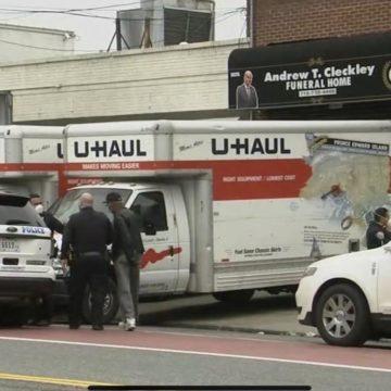 Encuentran en Nueva York decenas de cadáveres en descomposición en camiones de mudanza