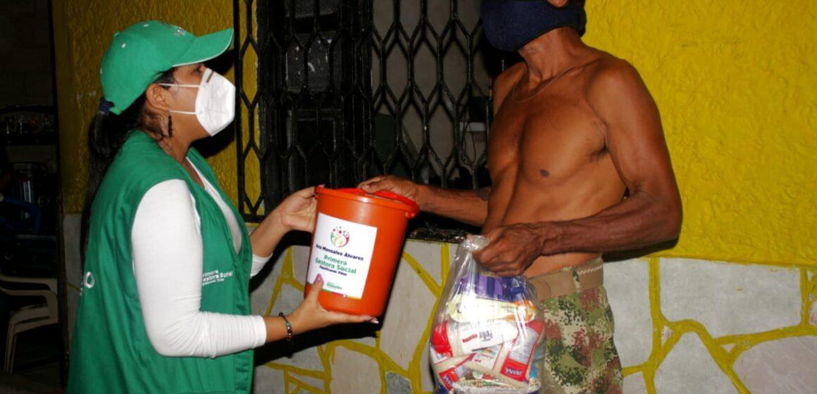 Primeros mercados de la 'Donatón' fueron entregados a damnificados del barrio El Morrito