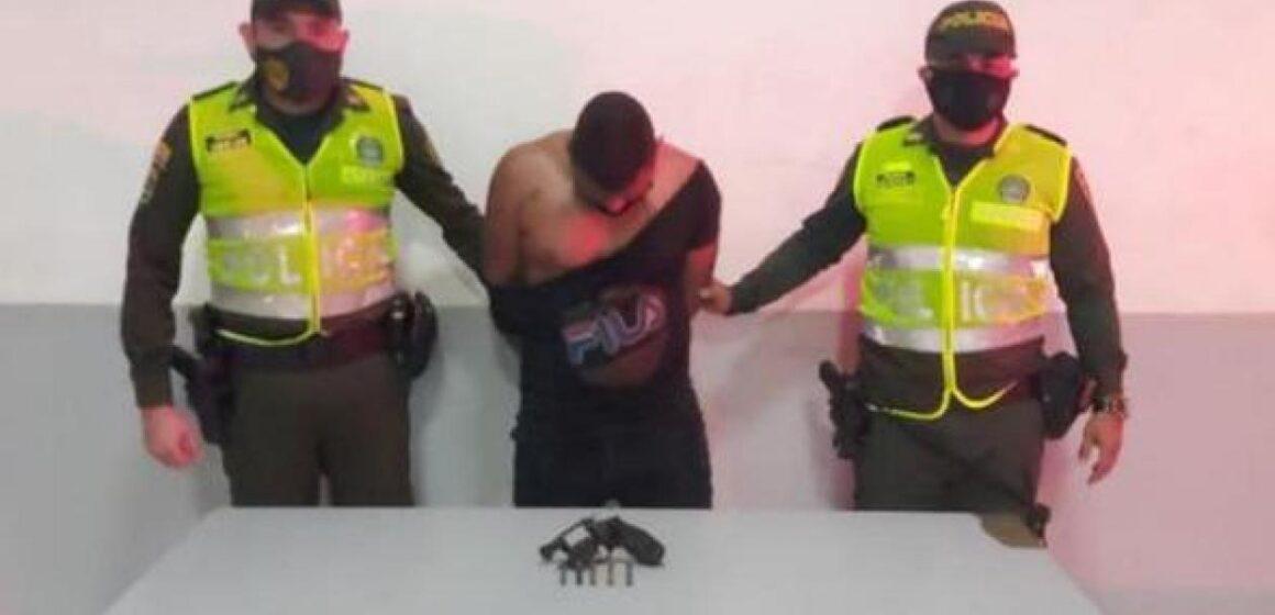 Con domiciliaria y fue capturado en la calle presuntamente tras atracar a dos mujeres