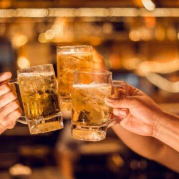 A partir del 1o de septiembre, habrá consumo de licor en bares autorizados para reabrir