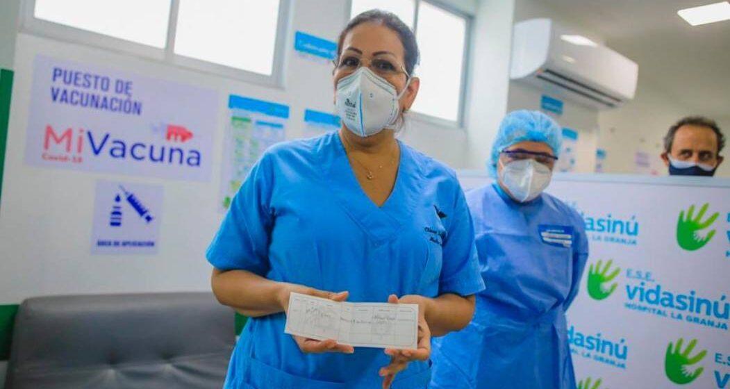 """""""No he sentido ningún efecto adverso"""": médica vacunada en Córdoba"""