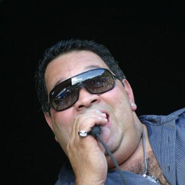 """Humberto Nieves (Río Piedras, Puerto Rico, 4 de junio de 1958), más conocido como Tito Nieves, es un cantante puertorriqueño de salsa, conocido con el apodo de """"El Pavarotti de la Salsa""""."""