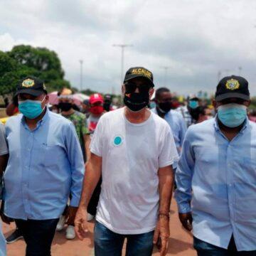 PESE A QUE HABIA DICHO QUE NO PARTICIPARIA, EL ALCALDE DE CARTAGENA SE UNE A LA MARCHA DE PROTESTA.
