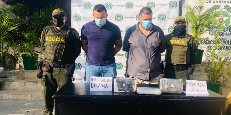 CAPTURADOS EN CARTAGENA 2 INDIVIDUOS MIENTRAS  TRANSPORTABAN DROGA EN UN TAXI